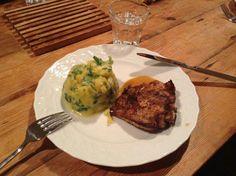 Puree met pompoen en veldsla naast traag gegaarde kip! En een sausje natuurlijk!