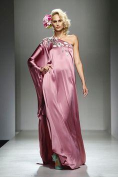 "Giada Curti ""Secret Garden"" Full Show SS2017 Collection Presentation at Huawei Arab Fashion Week Dubai october 10,2016"