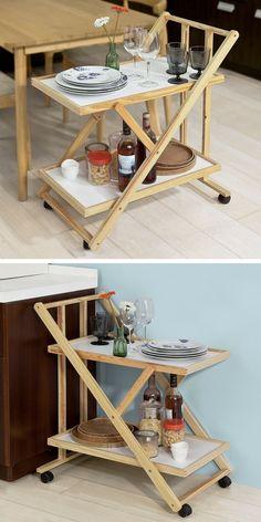Ce chariot de service pratique, pliable et facile à déplacer (grâce à ses roulettes) permet de désencombrer la table à manger dans le salon ou la salle à manger et peut se transformer en desserte de cuisine. Il permet également d'éviter les allers-retours entre la salle à manger et la cuisine !