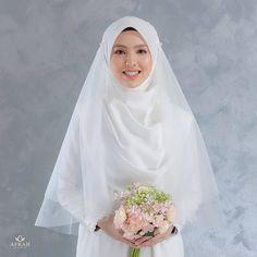 Muslimah Wedding Dress, Muslim Brides, Wedding Hijab, Muslim Dress, Pakistani Wedding Dresses, Wedding Attire, Bridal Dresses, Wedding Gowns, Dress Muslimah
