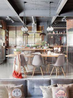 Moderno comedor, EQUIPADO estafadores mesa de comedor de Madera, Sillas de COMEDOR Grises y Luces Colgantes minimalistas