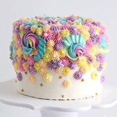 Cake Decorating Frosting, Cake Decorating Designs, Creative Cake Decorating, Birthday Cake Decorating, Cool Birthday Cakes, Cake Decorating Tutorials, Creative Cakes, Beginner Cake Decorating, Birthday Cake Designs