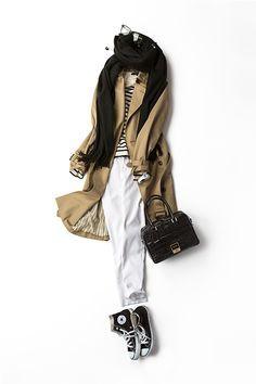 王道配色のバージョン 黒、白、ベージュ。 いつも着るとホッとする 自分らしい配色のひとつ。 私のワードローブに欠かせない ホワイトデニム。そこへボーダーを着て、 トレンチをはおって。 ストールをぐるんと巻いて小物で黒を効かす。 今の気分をちょっぴり盛り込むと 新しい気持ちになって いつもの配色が、また好きになる。