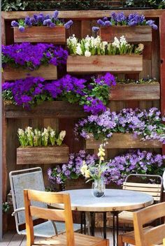 Beautiful planter box wall. Would be great accessory to the patio
