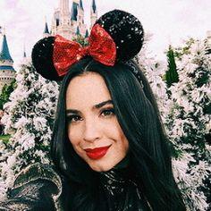 Plz tell me the beauty products u use but I think it is ur natural beauty 💅🏻💅🏻💅🏻👄👄 Disney Channel Stars, Disney Stars, Les Descendants, Sophia Carson, Disney Parque, Adventures In Babysitting, Disney Decendants, Austin And Ally, Walt Disney World Vacations