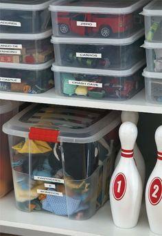Caixas transparentes organizadoras. Ótima ideia para separar os brinquedos das crianças. Muito mais prático para você!