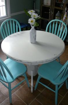 DIY white chalk paint on wood round table & turquoise chairs - This is what I want in my eat-in kitchen! I have this same table and chairs! Paint Furniture, Furniture Makeover, Kitchen Furniture, Table And Chairs, Dining Table, Blue Chairs, Wood Table, Dining Chairs, Farmhouse Decor