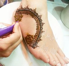 49 Beautiful Henna Tattoo Designs For Girls To Try At least Once - Torturein Egypt Henna Tattoo Designs Arm, Mehndi Designs Feet, Mehndi Desing, Mehndi Style, Unique Mehndi Designs, Beautiful Mehndi Design, Bridal Mehndi Designs, Tattoo Designs For Girls, Mehandi Henna