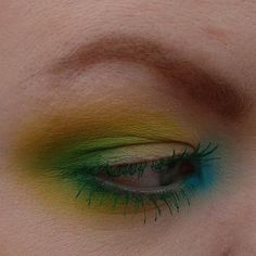 February spring vibes     Day 37 #100daysofmakeup   Using @maccosmetics Untitled paint, Hi-def Cyan chromagraphic pencil, Chrome Yellow, New Crop, Aqua eyeshadows. Hi-def Cyan pigment. Green is Green zoom lash. Spiked Brow Sculpt.