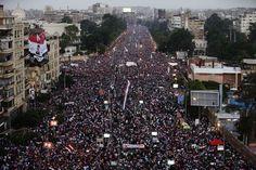 Volvieron las protestas a Tahrir en #Egipto, con millones en las calles.