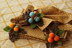 Autumn Acorn Napkin Rings <3 <3 <3  I know -  I use way too many hearts, but these are definitely three-heart-worthy.  Now to find a few more hours in the day..........