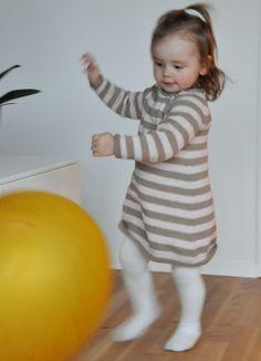 Hekta på strikk: Action! Og ny kjole.