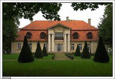 Dwór w Koźminku Stucco Homes, Mansions Homes, Manor Houses, Country Estate, Krakow, Palaces, House Styles, Building, Homeland