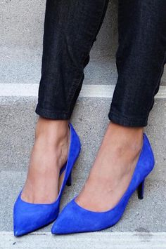 Coralie Reiter pumps her look up with our soft suede pumps in bold cobalt blue | Banana Republic