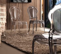 Sedia realizzata in policarbonato, di immagine antica ma di design moderno