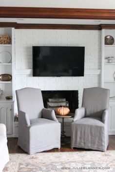Living Room Cable Management - Living Room Cable Management, Hide Puter Cords when Your Desk is In the Center Of the Hide Cords On Wall, Hiding Cords, Tv Escondida, Decor Around Tv, Diy Mantel, Home Fireplace, Fireplaces, Fireplace Ideas, Brick Fireplace