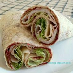 トレーダージョーズの食材で、ターキーとクランベリーソースのラップサンド   #traderjoes #turkey #wrap