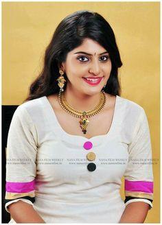 Sani2a27. Indian Hair Cuts, Indian Long Hair Braid, South Indian Actress Hot, Beautiful Indian Actress, Beautiful Saree, India Beauty, Asian Beauty, Desi Girl Image, Thing 1