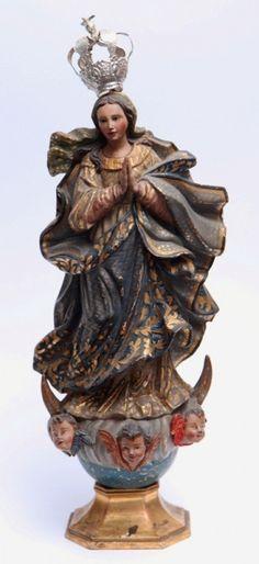 Belíssima imagem de Nossa Senhora da Conceição de origem Portuguesa em monobloco de madeira com rica