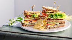 Uborkás-csirkés teaszendvics zöldfűszer-krémmel és burgonyachipsszel #sandwich