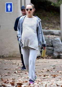 Pregnant Natalie Portman Stills Out Hiking in Los Feliz Pics  Read more: http://www.celebskart.com/pregnant-natalie-portman-stills-hiking-los-feliz-pics/#ixzz4Z7TuyLxZ