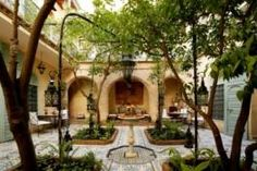 I love these courtyards in the Moroccan riads Le Riad, Riad Marrakech, Courtyard House, Maurice, Decoration, Morocco, Gazebo, Courtyards, Outdoor Structures