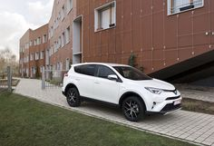 Test Toyota RAV4 Hybrid 2016 - AutoGids 2016 Toyota Rav4 Hybrid, Dream Cars, Motor Sport, Car Stuff, Housewife, City, Vehicles, Model, Trucks