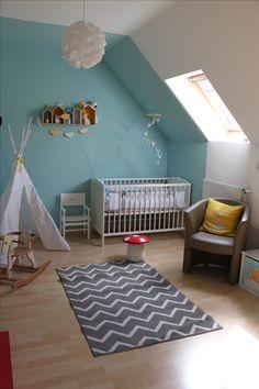 Chambre bébé enfant Bleu caraïbe, jaune, gris Chambre sous pente