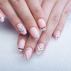 Paseczki i kropeczki #nails #nailsoftheday #naildesign #instagirl #instanails #nudenails #geometricnails #nailsart #nailstagram…