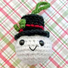 Free crochet pattern Christmas snowman ornament.