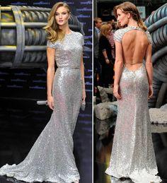 Os vestidos de festa de Rosie Huntington-Whiteley são boas inspirações para madrinhas de casamentos! Vem ver nossa seleção!