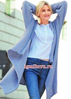 Свободный светло-голубой жакет-накидка. Вязание спицами