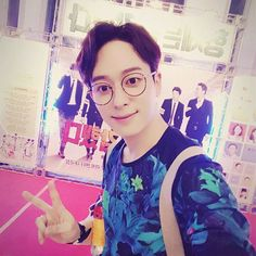 donghyun- what a cutie :) Jo Youngmin, Photo Zone, Kim Dong, How To Have Twins, Starship Entertainment, Boy Bands, Boy Groups, Boyfriend, Photo And Video