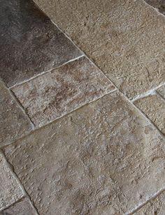 Vloer van antieke Bourgondische dallen. Geweldig gepatineerd oppervlak | Kersbergen.nl