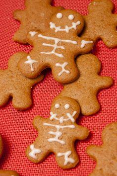 Pesadilla de Jengibre Foto: Flora González Villanueva Gingerbread Cookies, Flora, Desserts, Cookies, Gingerbread Cupcakes, Tailgate Desserts, Deserts, Plants, Postres