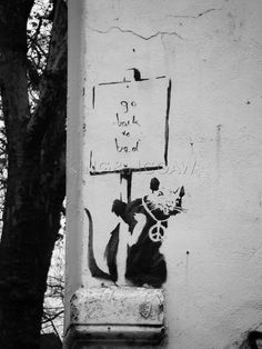 Street Art by Banksy - A massive Collection photos) - Street Art Utopia Street Art Banksy, Banksy Graffiti, Graffiti Artwork, Graffiti Drawing, Bansky, Banksy Paintings, Stencil Painting, Street Artists, Art Auction