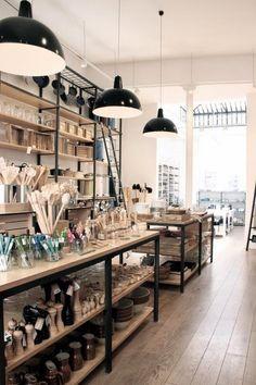 Ultimamente siento una fascinación por la decoración interior de tiendas, cafés, restaurantes. Llevamos ya unos años en que cada nuevo nego...