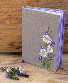 ideas for embroidered book cover Handmade Notebook, Handmade Books, Embroidery Art, Cross Stitch Embroidery, Cross Stitch Designs, Cross Stitch Patterns, Art Atelier, Fabric Book Covers, Bookbinding Tutorial