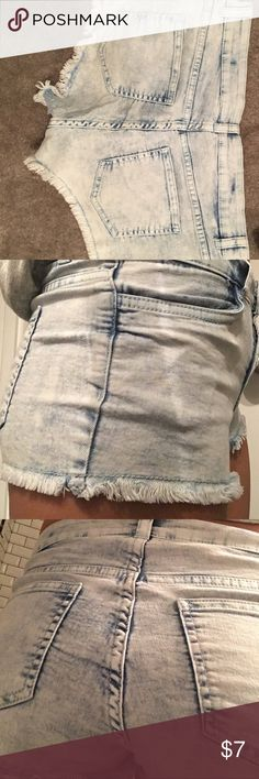h and m shorts Great condition, rarely worn. I'm normally a two and they fit me fine despite being a size six Divided Shorts Jean Shorts