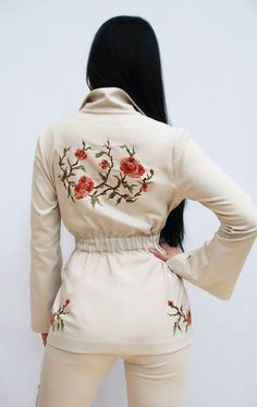 Floral Embroidery Patterns, Embroidery Fashion, Embroidery Dress, Embroidery Designs, Hourglass Fashion, Nude Dress, Painted Clothes, Embroidered Clothes, Floral Fashion
