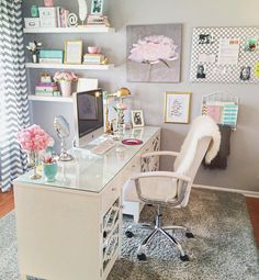 Ideas Office Decor for Cubicle Professional Must Popular 2019 - Office Room - Home Office Home Office Space, Home Office Design, Home Office Decor, Home Decor, Office Style, Feminine Office Decor, Small Office Decor, Office Designs, Office Workspace