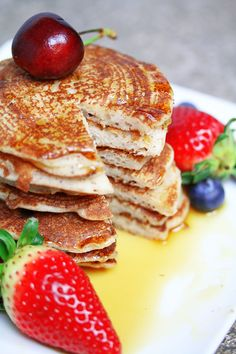 Maple Pancakes - Vegan & Gluten-free I've made a few variations of a 'basic' pancakes recipe before (like my strawberry choc chip pancakes and English pancakes), but this recipe by far is the easiest…