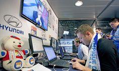 L'Olympique Lyonnais  Une équipe de 7 community managers et supporters animent en live les comptes sociaux du club et des supporters pendant le match.