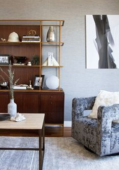 Achieve the living room of your dreams with these 25 room décor tips and ideas. This inspiration featuring mixed patterns, modern lights, and unique accessories is perfect for creating your ultimate entertaining space.