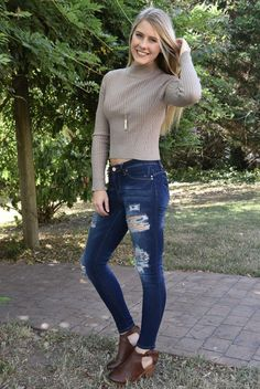 We are in love with sweaters & crop tops, so how about a two-in-one? This sweater is the coziest and cutest sweater you will have in your closet this cold season! Crop Top Sweater, Girls Boutique, Cute Sweaters, Skinny Jeans, Crop Tops, Fall, How To Wear, Collection, Fashion