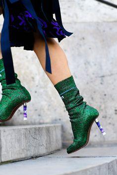 19c2b415b871 The Best Street Style from Paris Fashion Week. Street-chic, Pumps, Flache  Schuhe ...