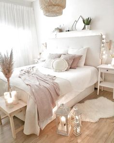 60 Bohemian Minimalist with Urban Outfiters Bedroom Ideas, Room Ideas Bedroom, Home Decor Bedroom, Dream Bedroom, Bedroom Furniture, Master Bedroom, Bedroom Ideas On A Budget, Warm Bedroom, Bedding Decor, Bedroom Girls