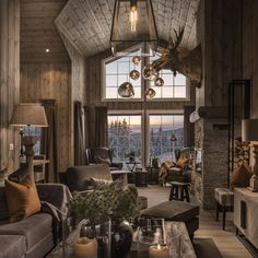 8 ideas for small bedroom if youre on a budget Space saving idea Keep colour to smaller details Neutral colour for walls. Chalet Chic, Chalet Style, Lodge Style, Mountain Cottage, Mountain Homes, Mountain Home Interiors, Wall Colors, Decor Styles, Sweet Home