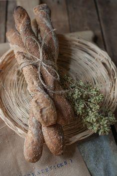 Bastoni integrali all'olio, con olive kalamata e origano