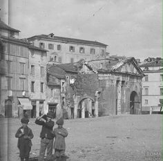 Portico d'Ottavia 1910 ca. War Photography, Old City, Bed And Breakfast, Old Photos, Street View, Building, Piano Regolatore, Travel, Painting